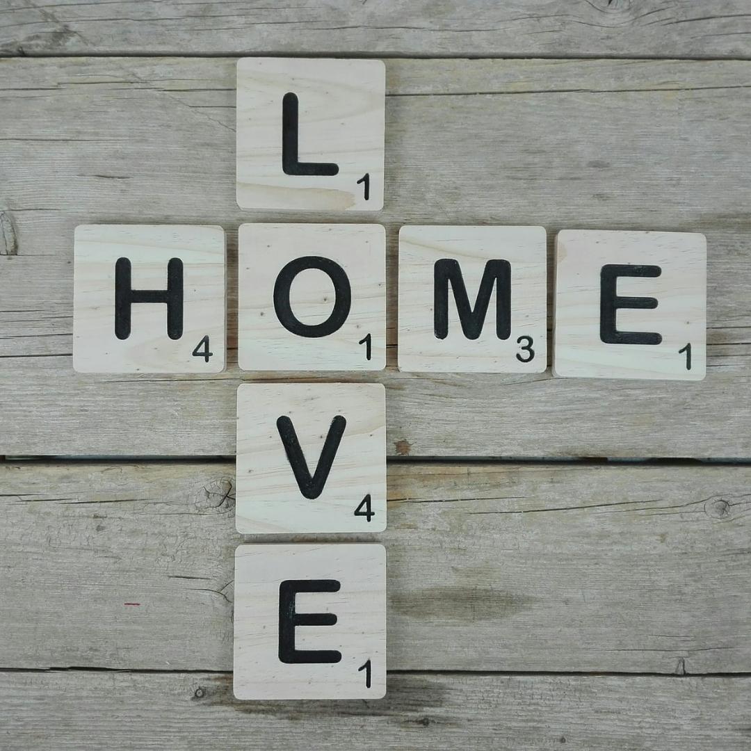 decorar con letras scrabble madera
