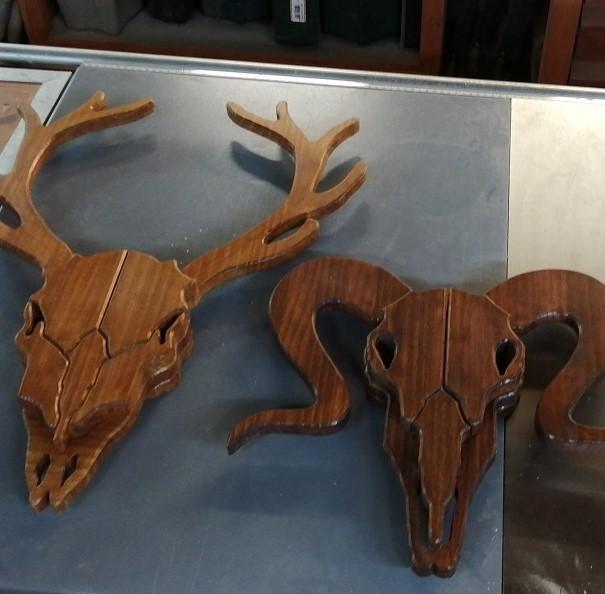 Cabeza de carnero de madera